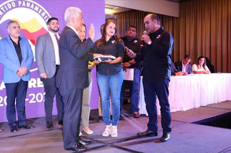 Blandón recibe credenciales como presidente del Panameñista