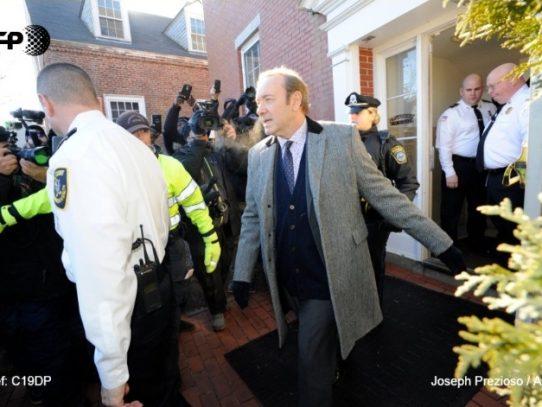 Retiran cargos de agresión sexual al actor Kevin Spacey
