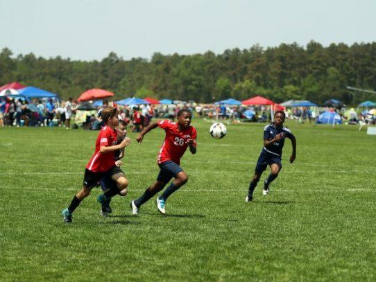 Los entrenadores dicen que los padres deben limitar la participación de sus hijos en los deportes