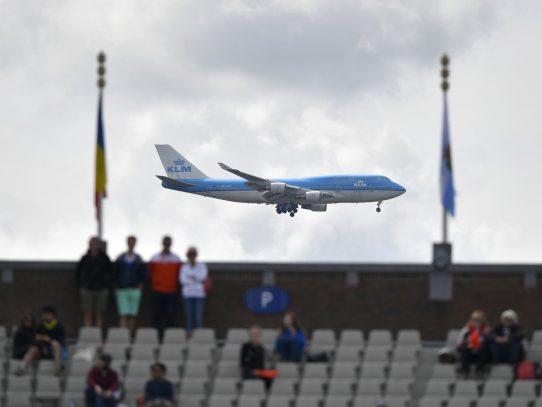 Aerolínea KLM suprimirá hasta 2.000 empleos por el coronavirus