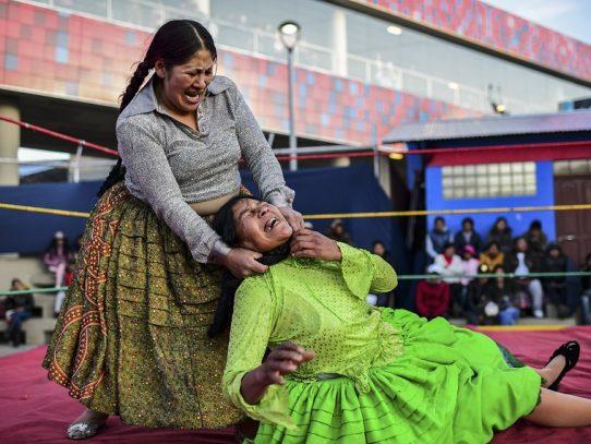Las luchadoras bolivianas vuelven al cuadrilátero tras las protestas