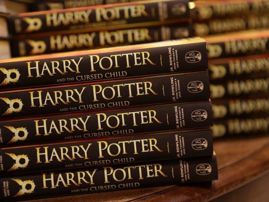 """Sacerdote de escuela en EEUU prohíbe libros de """"Harry Potter"""" por recomendación de exorcistas EEUU"""