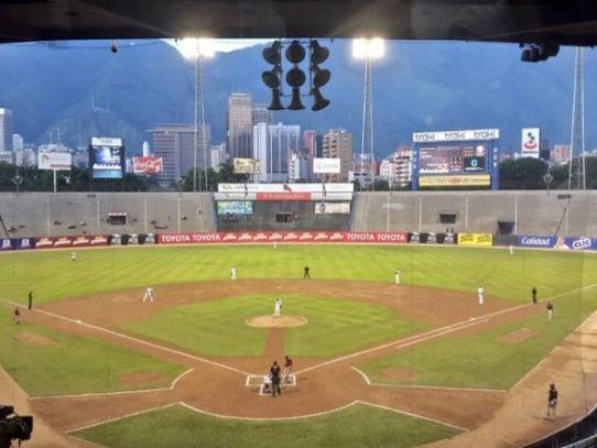 El béisbol, pasatiempo nacional de Venezuela, recorta calendario ante la crisis