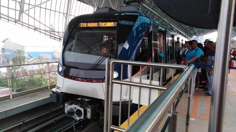 Habilitan vagones para usuarios afectados por parada de la Línea 2