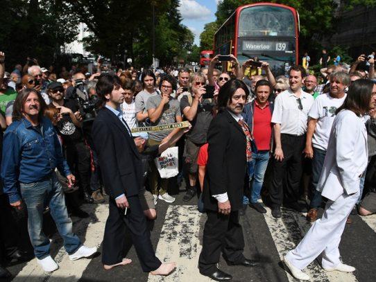 """El mítico álbum de los Beatles """"Abbey Road"""" encabeza nuevamente la lista de éxitos"""