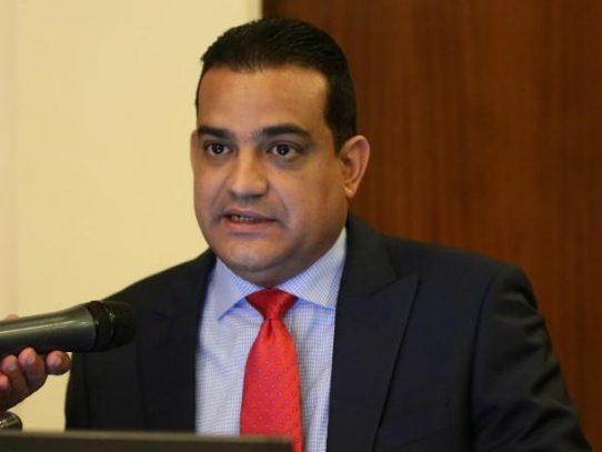 Interponen denuncia criminal contra el diputado Luis Ernesto Carles