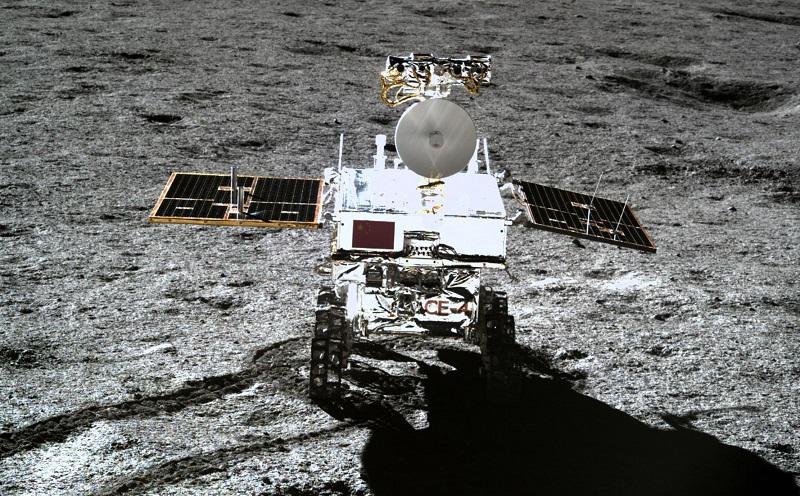 Sonda china habría descubierto minerales del subsuelo lunar