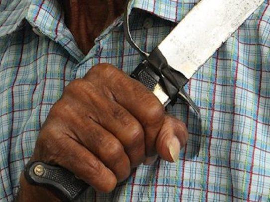 Hombre machetea a su pareja y se suicida en Bocas del Toro