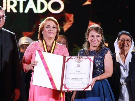 Maestra de Escuela de Los Cerritos se alza con la Orden Manuel José Hurtado