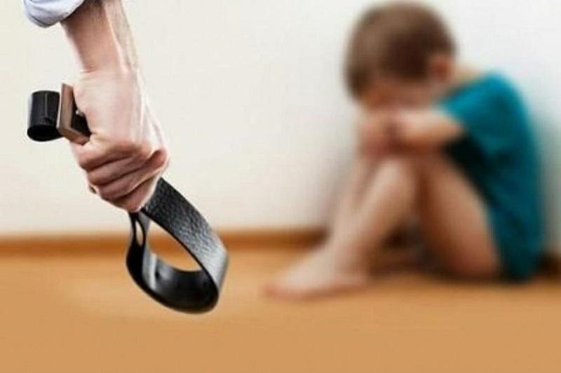 Mujer seguirá detenida por maltratar a su hija de dos años