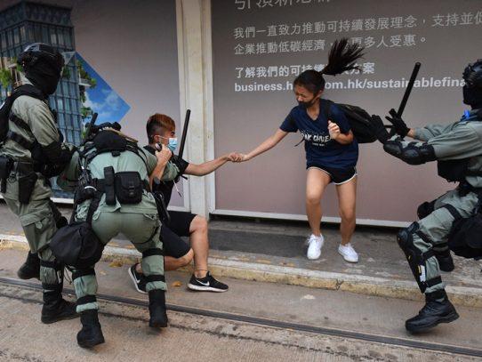 """Gobierno de Hong Kong condena revueltas y dice que la población está """"asustada"""""""