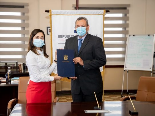 Manuel Castillo tomó posesión como nuevo gobernador de Veraguas