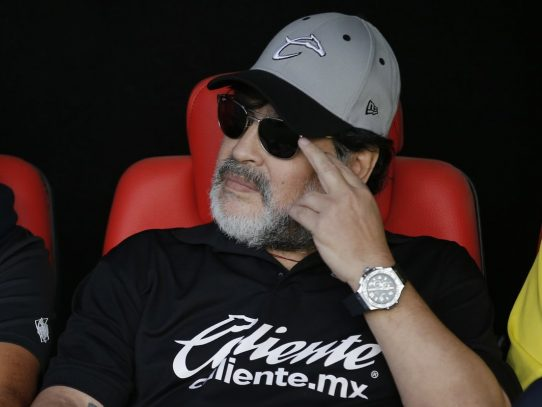 Maradona renuncia a dirección técnica de club mexicano Dorados