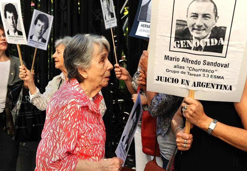 Expolicía de la dictadura llega extraditado a Argentina para ser juzgado