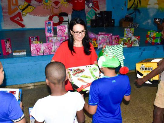 Titular del Mides recorre casas hogares que brindan protección social a niños