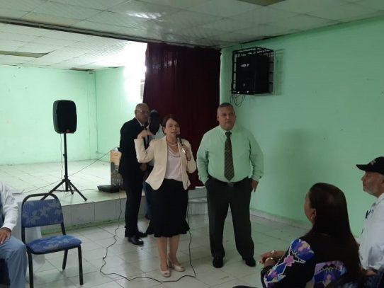 Ministra de Educación sostiene reunión con docentes del Instituto José Dolores Moscote
