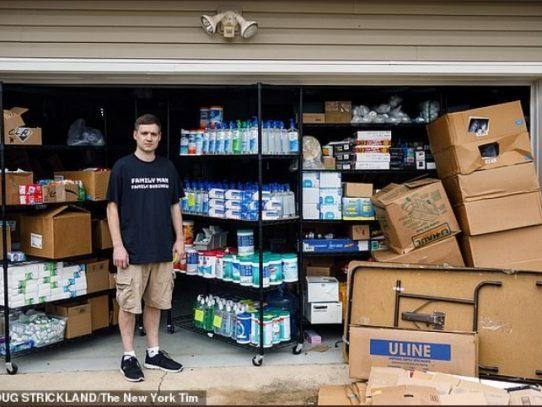 Un hombre en EE.UU. dona miles de botellas de gel desinfectante que iba a revender