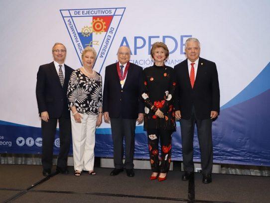 Apede otorgó la medalla Fernando Eleta a Nicolás Ardito Barletta