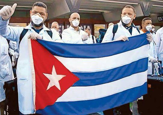 Perú anuncia llegada de médicos cubanos para combatir COVID-19