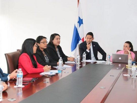 Ifarhu y Meduca instalan mesa que evaluará cambios a programas de becas