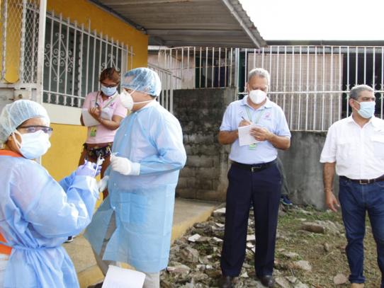 Autoridades de Salud realizan operativo de trazabilidad del Covid en Las Acacias