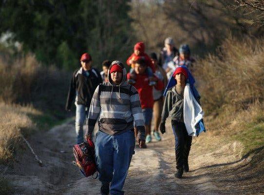 México reduce a la mitad el flujo migratorio a EEUU tras amenaza de Trump
