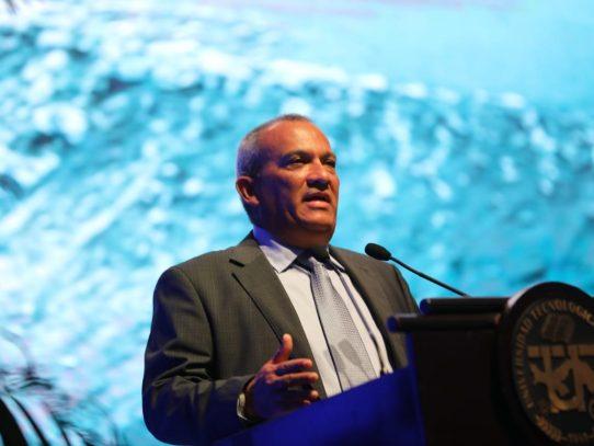 Ministro de Ambiente se ofrece como primer voluntario para donar plasma convaleciente
