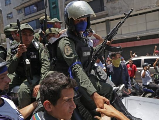 Militares que se alzaron contra Maduro estaban hospedados en embajada de Panamá