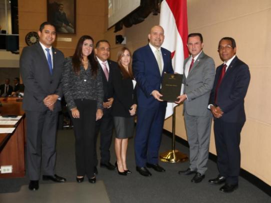Ministro de Seguridad presenta proyecto que crea el Sistema Nacional de Emergencias 911
