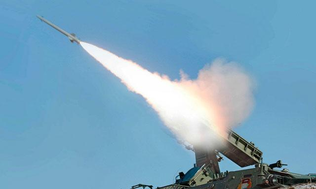 Israel bombardea posiciones de Hamas en represalia por cohetes lanzados desde Gaza