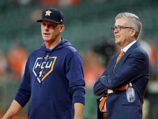 Destituyen a técnico y al gerente de Astros de Houston por hacer trampa