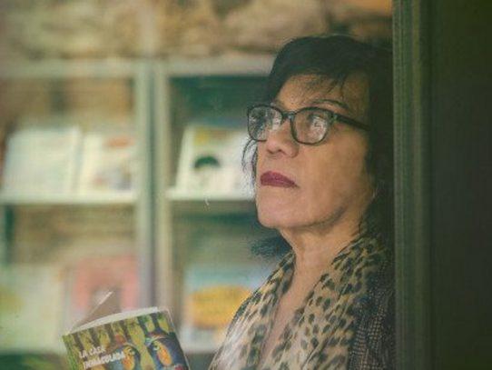 Otorgan condecoración Rogelio Sinán a la escritora Moravia Ochoa López