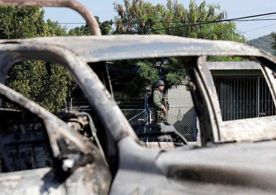 """Trump urge a México a lanzar """"guerra"""" contra carteles tras ataque a mormones"""