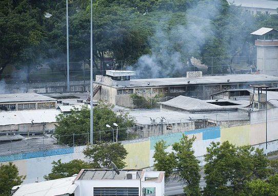 Sube a 47 cifra de muertos tras motín en cárcel de Venezuela