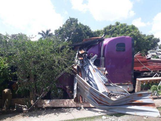 Mula se precipita contra vivienda en La Chorrera sin dejar heridos