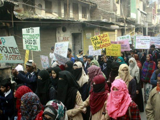 Al menos 24 muertos en India tras diez días de protestas contra ley de ciudadanía