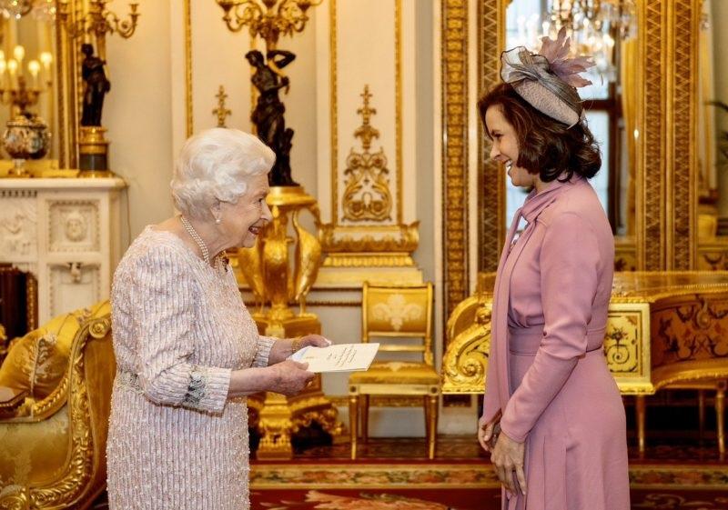Embajadora de Panamá en Reino Unido presenta credenciales ante la Reina Isabel II