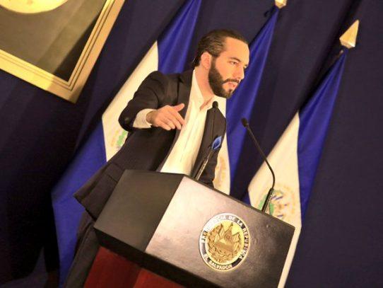 Bukele pide a otros países que desconocen a Maduro que expulsen a sus diplomáticos