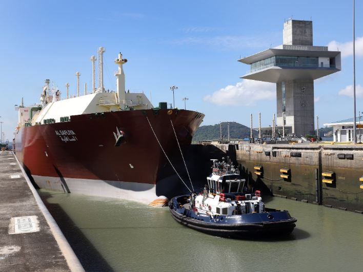 Buque más grande de gas licuado hizo su primer tránsito por el Canal Ampliado