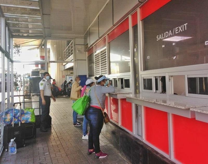 Nicaragüenses, salvadoreños y guatemaltecos encabezan salidas humanitarias de Panamá