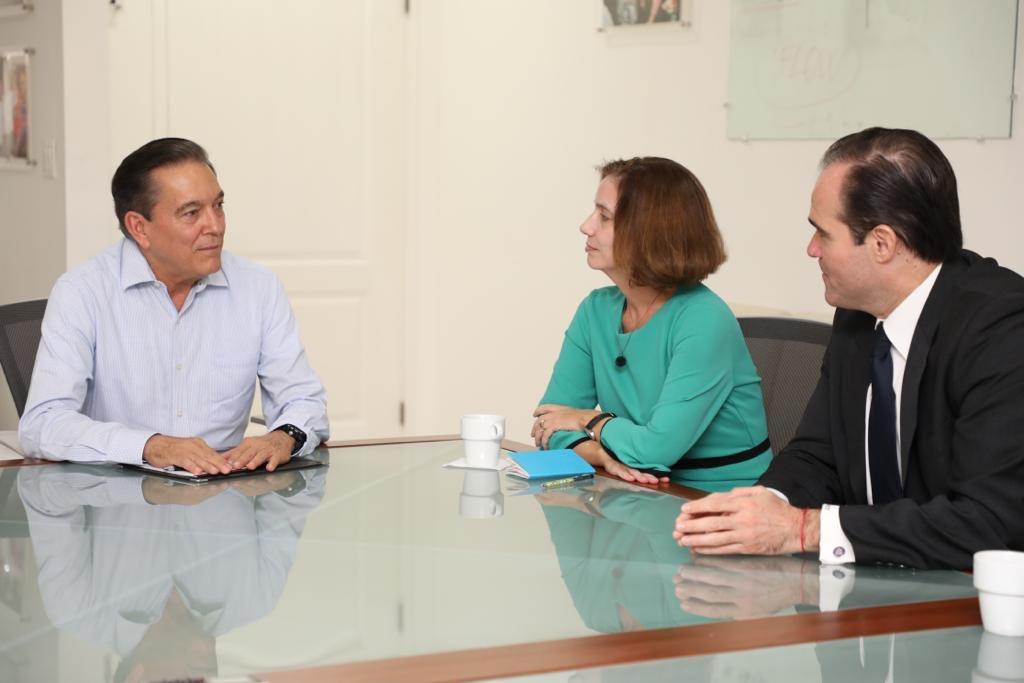 Consejero de Trump se reúne con Varela y Cortizo