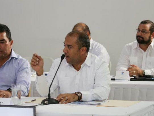 Ministro Araúz cuestiona aprobación de ley portuaria en la asamblea
