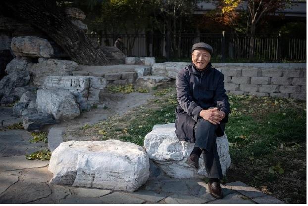 Los adultos mayores de China buscan el amor en los parques