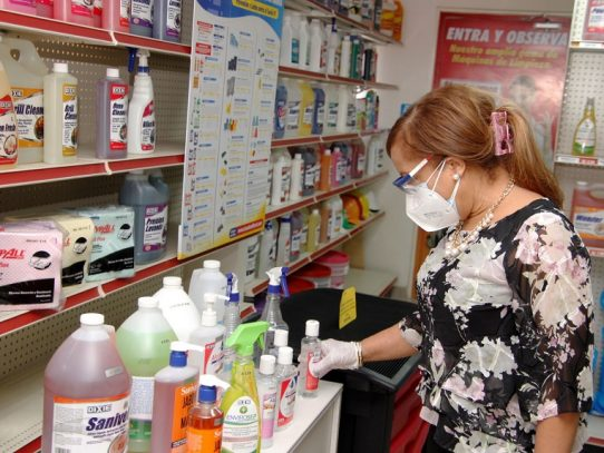 Etanol es inocuo, destacó Elvia Lau, directora de Farmacia y Drogas
