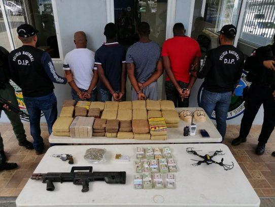 Decomisan drogas, armas y dinero en efectivo tras operativo en San Miguelito