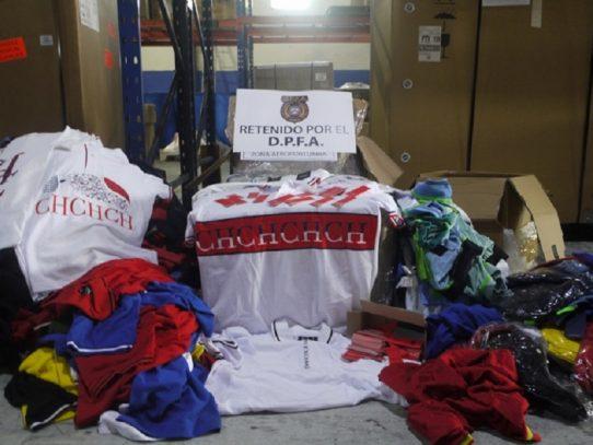 Retienen mercancía por presunto fraude marcario en una bodega de Tocumen