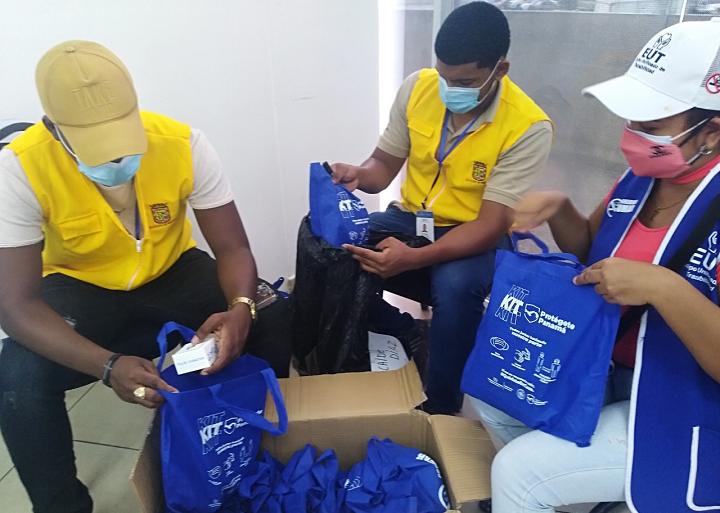 """Pacientes positivos con COVID-19 reciben """"kit"""" Protégete Panamá que incluye un oxímetro"""