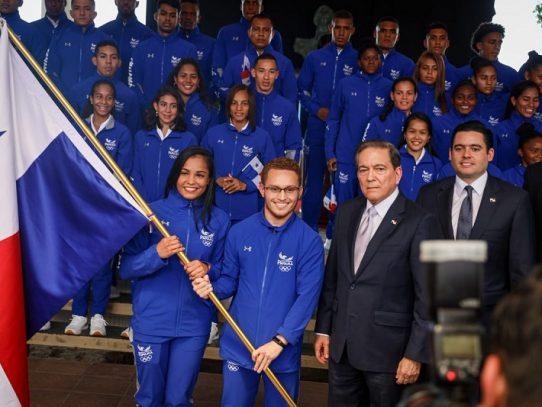 Cortizo entregó el Pabellón Nacional a atletas que irán a los Juegos Panamericanos