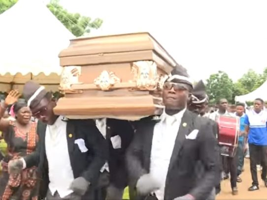 """Los """"Pallbearers"""" de Ghana que dan ritmo a los funerales...y a las redes"""