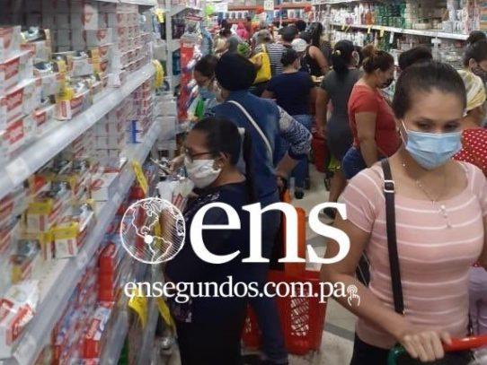 Supermercados abarrotados a pocas horas de que inicie la cuarentena total